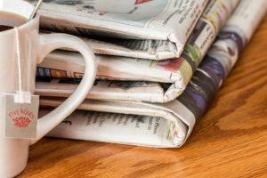 Auch ein Zeitungsverlag kann sich auf die Meinungsfreiheit berufen. Wird eine Berichterstattung verboten, müssen hierfür triftige Gründe vorliegen.